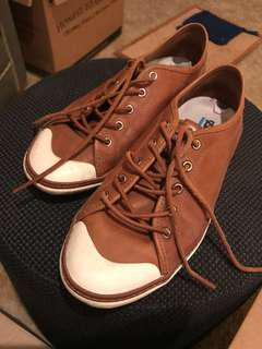 Deuce Generation brown leather sneakers with space fabric laces. Like new Sz 41 comes with dust bag