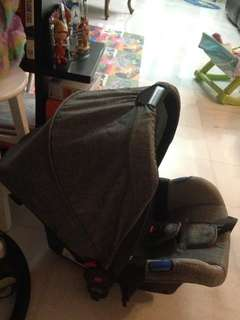 Infant car seat / carrier