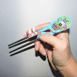 🚚 禾華本舖 兒童筷子三指手握款 不鏽鋼學習筷子 寶寶學習筷子 訓練筷練習筷 矯正筷子 不鏽鋼餐具 小朋友學習筷子