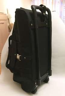 Diners Club international 雙輪手拉旅行袋,9成新,W50x L32 x D21cm, 有手抽,背帶,外袋,內袋
