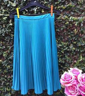 Blue pleats skirt