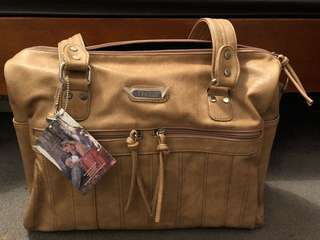 Vanchi Indie holdall Caramel nappy bag