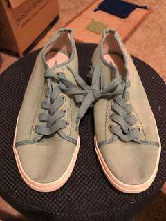 Country Road green canvas sneakers