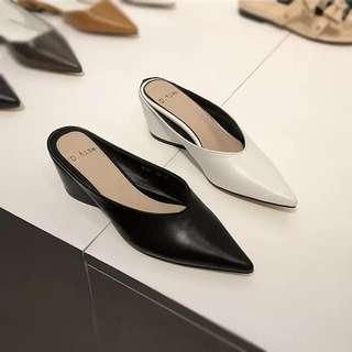 東大門  時尚簡約尖頭 馬蹄跟涼鞋
