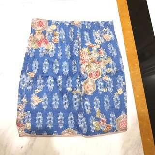 Brocade motif skirt