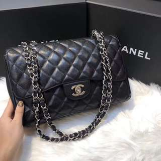 Chanel Classic Jumbo Flap in Black caviar