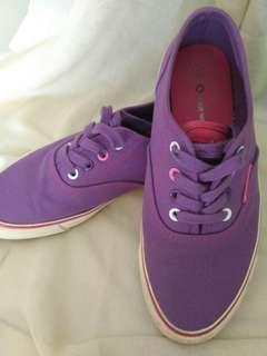 Airwalk wanita ungu