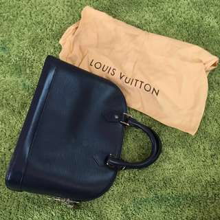 Louis Vuitton Alma MM Epi Leather (like new)