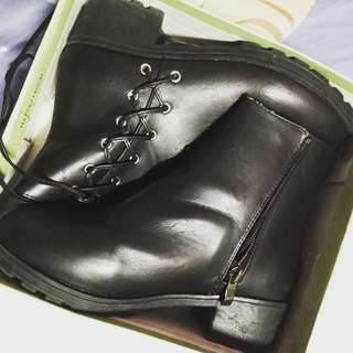 "Meet my feet""Black leather boots size 35 almost new used once bought from mall 999.75"