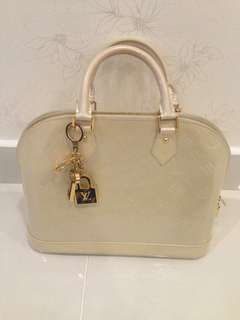 LV Alma MV Blanc (Auth with Receipt)