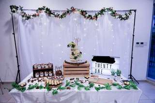 [FOR RENT] Dessert table props