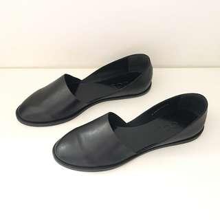 🚚 瑞典品牌COS 真皮黑色簡約時尚平底鞋 (H&M高端品牌)
