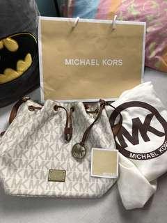 Mk bucket bag