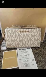 Michael Kors Wallet - 💯 AUTHENTIC