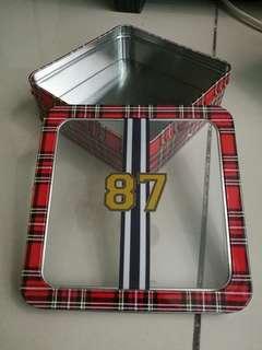 87 Plaid Checkered Tin