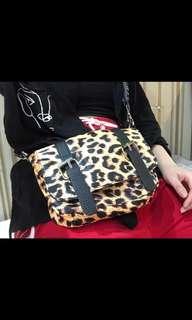 🚚 豹紋側背小包