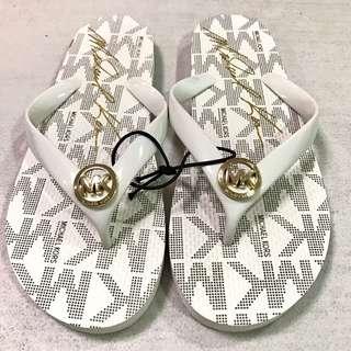 MK White Slippers