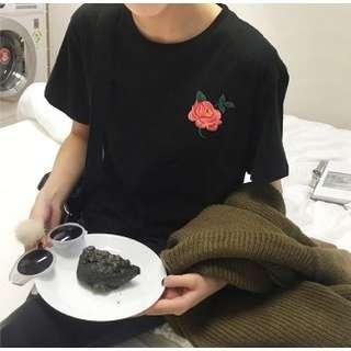 🚚 黑色玫瑰花短袖T恤