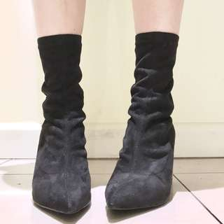 BLACK LEATHER POINTED TOE SOCK BOOTS