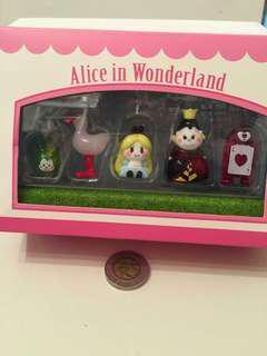 Alice in wonderland glass figure 超罕有