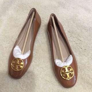 🚚 正品美國紐約名媛名牌Tory Burch全新駝色經典金logo款平底鞋