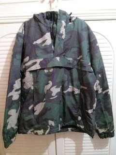 全新 迷彩有帽外套 中碼 衫長27寸 胸闊21寸