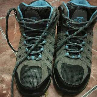 Sepatu Hiking SNTA 606 Size 37