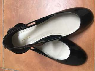 Sepatu Sandal Flat Shoes Vincci Like New Made Malay.