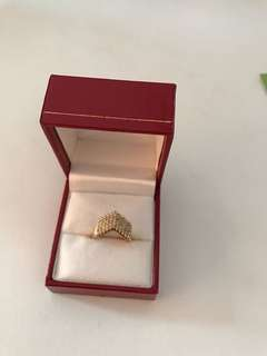 Japan Gold Ring with Diamonds
