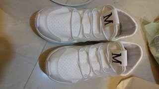 🚚 白色運動鞋
