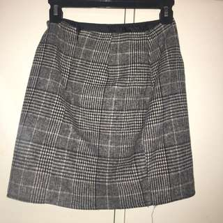PLAID SKIRT NEVER WORN SIZE 8-10