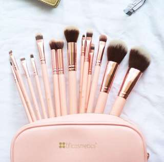 BH Cosmetics Chic Brush Set Isi 14pcs