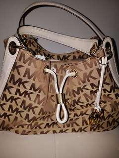 c5d1335df6f084 Brand New Authentic MICHAEL KORS LUDLOW HANDBAG (MK PRINT/WHITE)