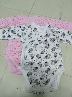 Uniqlo onesies set 1