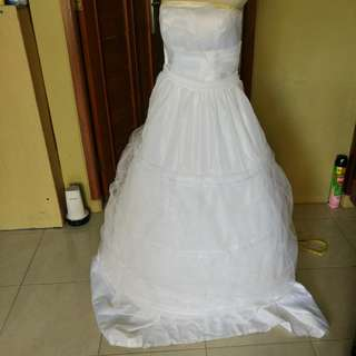 White wedding gown / gaun pengantin wanita putih / bride's gown