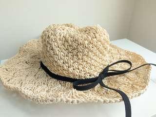 🚚 草帽 米白色 黑色滾邊 蝴蝶結 編織 帽子 防曬 通風 涼感 舒適 遮陽 海灘 夏日 氣質 渡假 旅行用品 可調整