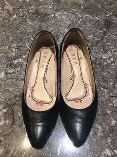 🚚 ORIN黑色包鞋