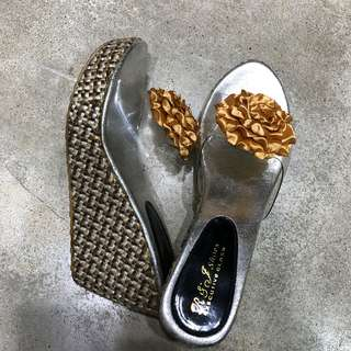 Silver gold wedges