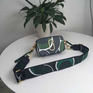 Marc Jacobs mj綠色印刷相機包 雙向拉鍊 拼色肩帶 彰顯個性 百搭