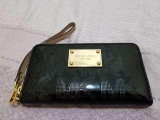 Michael Kors 漆皮拉鏈銀包手提包