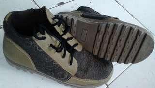 Sepatu but