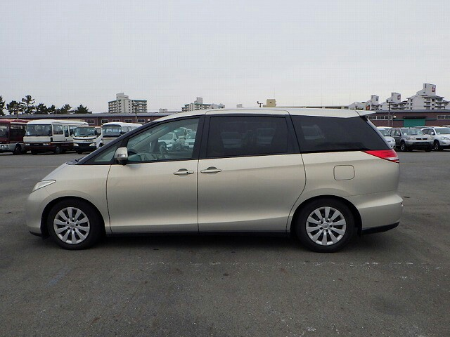Cheap Hari Raya 23 24 Attached Driver With Toyota Estima 8 Seater