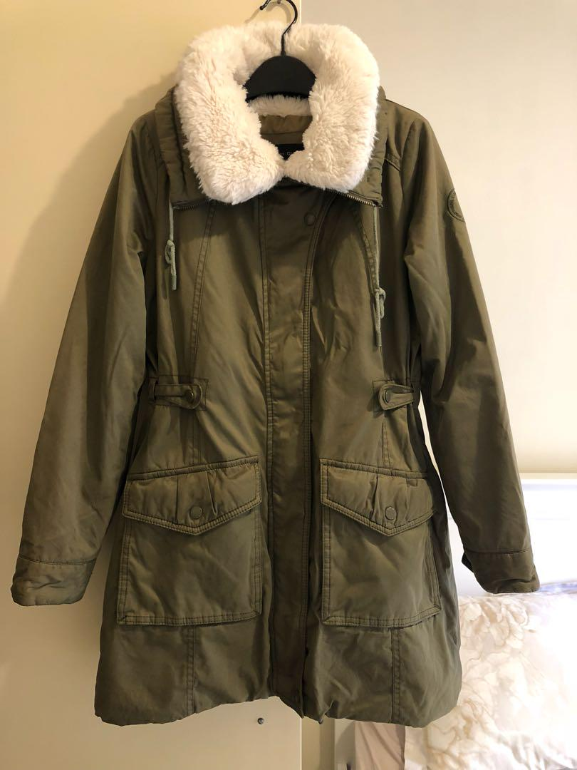 Korean Parka, sz85 (sz6-8au), high quality fabric, very nice and cozy. Looks like new.