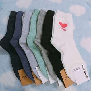 全新韓國女裝淨色直紋中筒襪 (多色)