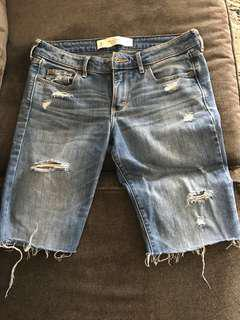 Distressed Bermuda shorts . Size -27