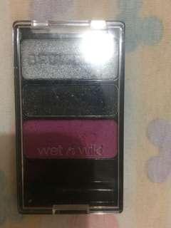 Wet n wild eyeshadow 3 warna