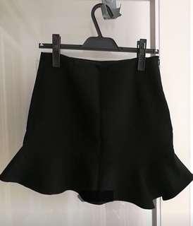 🚚 Tiffany衣櫃 正品zara 質感魚尾邊短裙 XS 穿1次