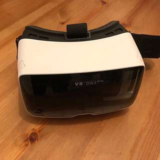 Zeiss VR ONE plus Mobile VR headset