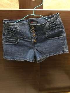 🚚 高腰短褲