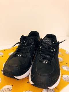PUMA黑白運動鞋
